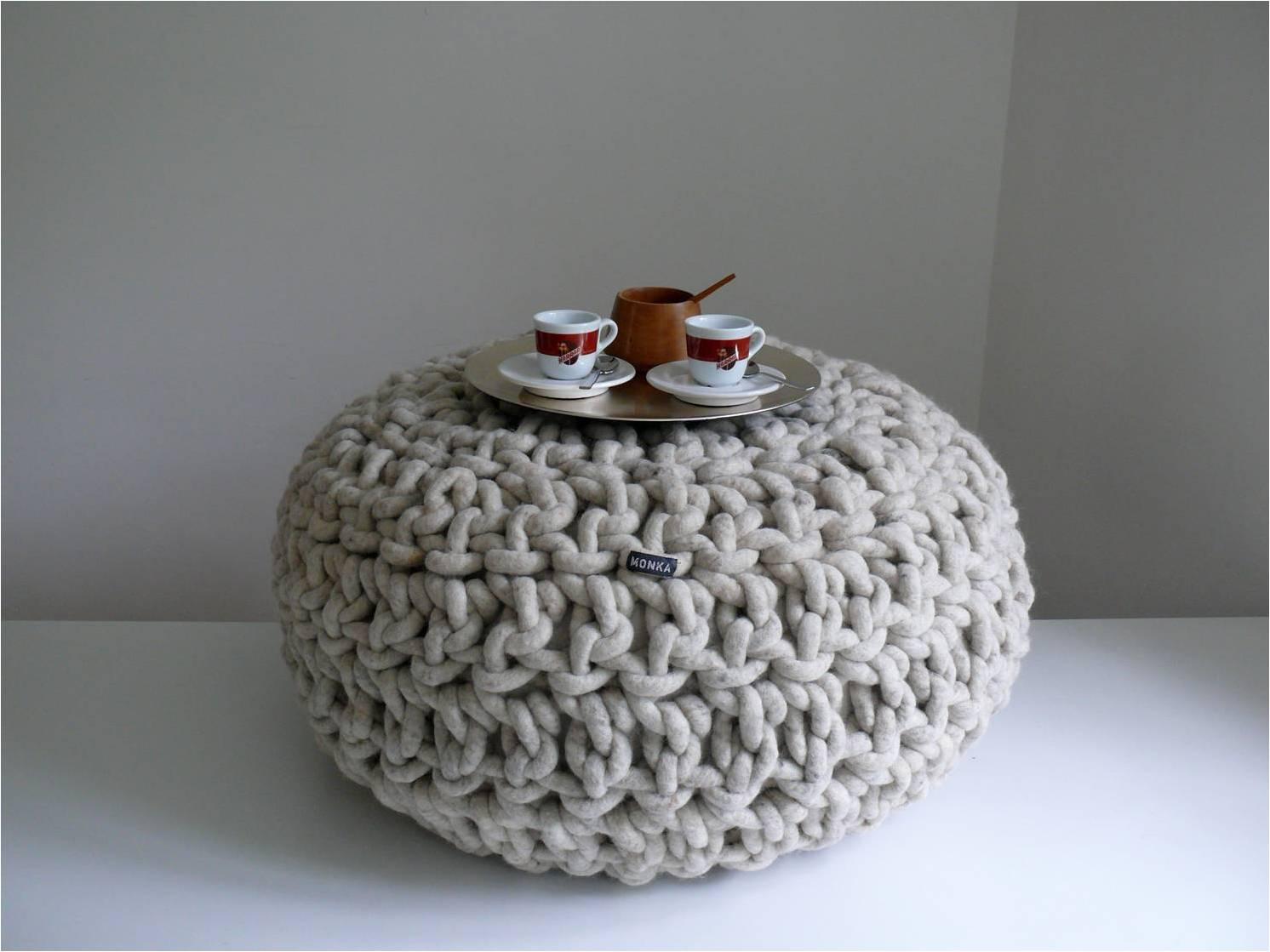handgefertigte pous aus nat rlicher wolle interiorpark. Black Bedroom Furniture Sets. Home Design Ideas