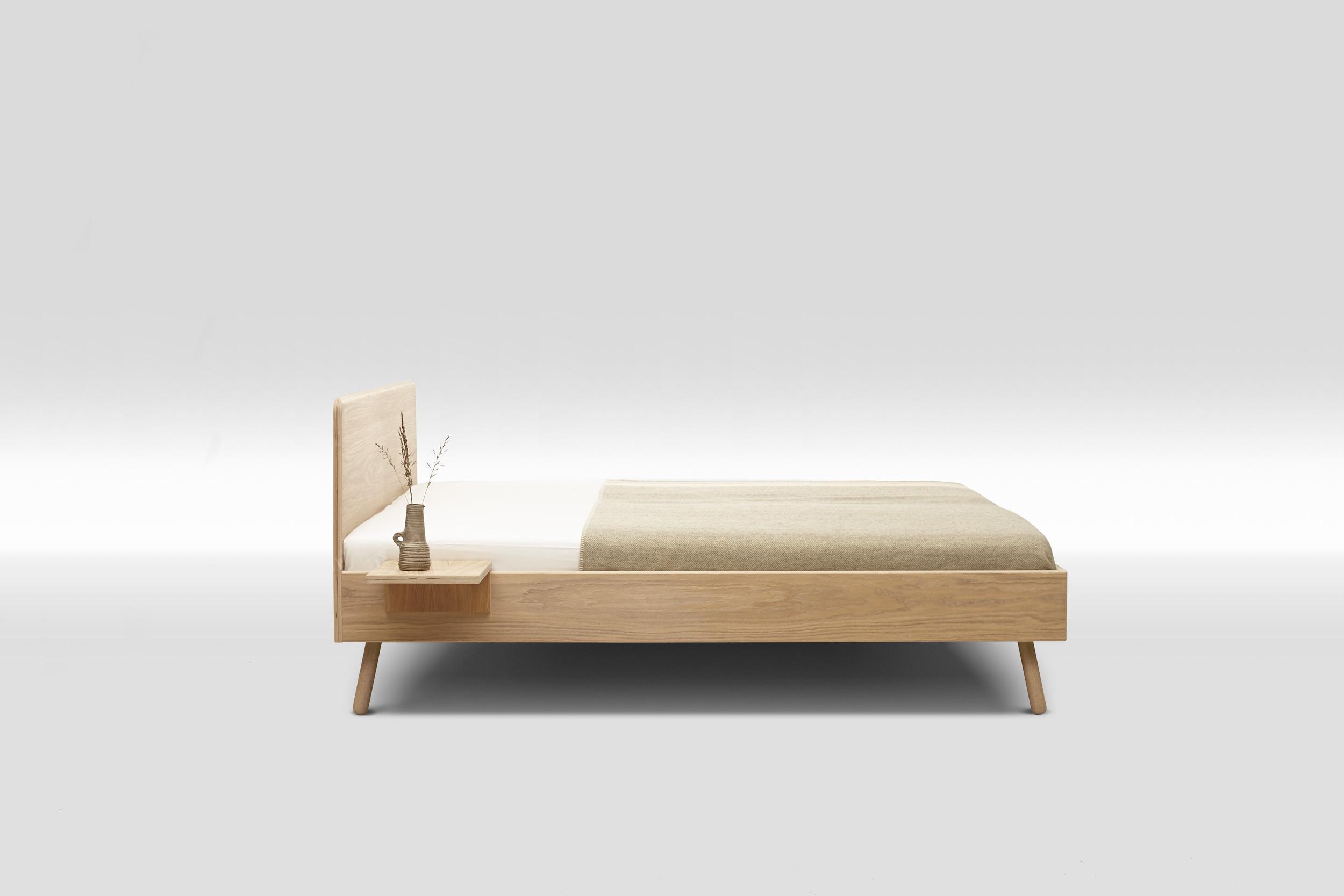 Natürliches Bett aus gesundem Holz | InteriorPark.
